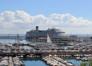 Costa Favulosa im Hafen von Palma de Mallorca