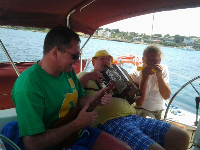 Segeln mit Stefan auf Mallorca eine Tagestour mit Musikern