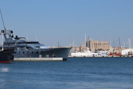 Pacific Mega Yach im Hafen von Palma de Mallorca
