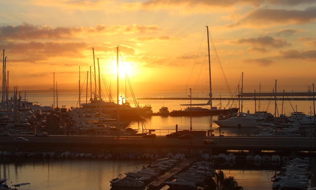 Sonnenaufgang in Palma de Mallorac die Sonne schein an mehr als 300 Tagen im Jahr