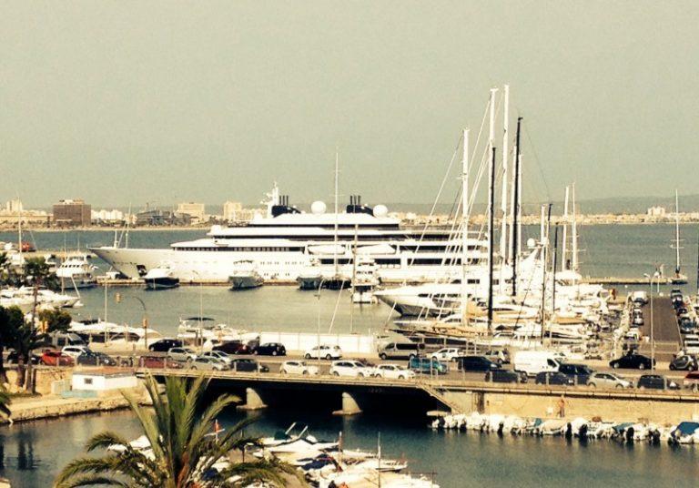 124m Katara Superyacht im Hafen von Palma de Mallorca