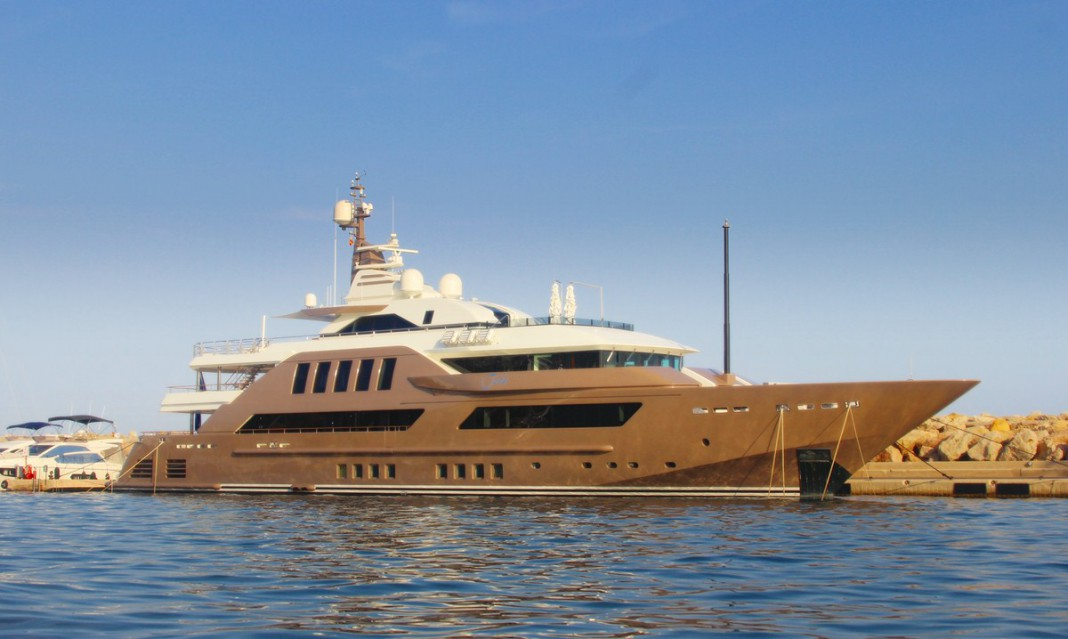luxus yacht jade im hafen von puerto portals 58 2 meter lang. Black Bedroom Furniture Sets. Home Design Ideas