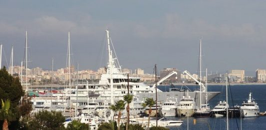 Ulysse Mega Yacht im Hafen von Palma de Mallorca